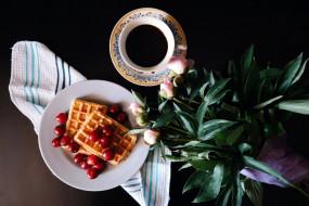 пионы, кофе, вафли