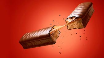 красный фон, конфета, шоколад