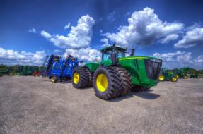трактор, поле