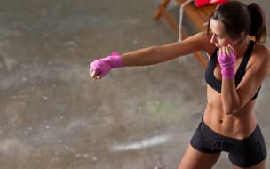 девушка, кикбоксинг, тренировка