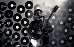 гитара, противогаз, пластинка