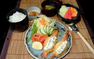 креветки, салат, рис