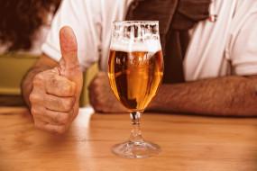 еда, напитки,  пиво, бокал, пена, пиво, жест