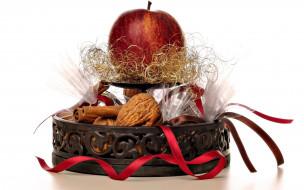 яблоко, орехи, корица