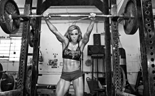 спорт, body building, тренажеры, штанга, шорты, топ, мышцы, черно-белая, блондинка, девушка