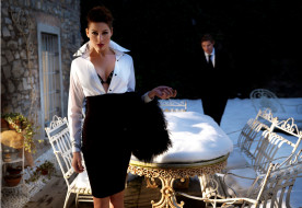 снег, парень, Lydie Pages, шатенка, дом, юбка, мех, стулья, стол, блузка