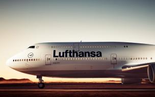 взлетно-посадочная полоса, аэродром, пассажирский самолет, lufthansa, boeing 747
