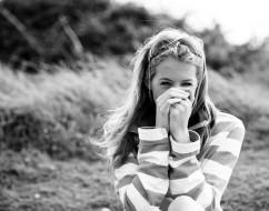свитер, поле, Olivia Bell, блондинка, черно-белая