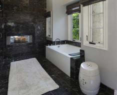 мрамор, ванна, корзина, окно, огонь, коврик