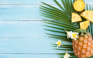 еда, ананас, plumeria, slice, tropical, fruit, pineapple, фрукты, ломтики, плюмерия, flowers, wood, fresh, summer