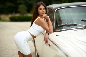 автомобили, -авто с девушками, брюнетка, длинные, волосы, женщины, на, открытом, воздухе, автомобиль, peter, paszternak, загорелая, мини-юбка, согнутая, белая, одежда