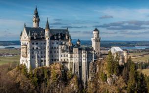 города, замок нойшванштайн , германия, замок, скала, деревья, небо, панорама