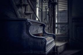 пианино, лестница