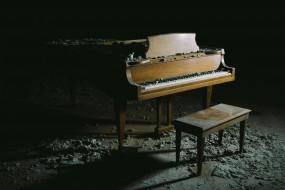 рояль, табурет