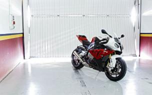 свет, гараж, мотоцикл