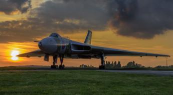 Avro Vulcan, закат, авиация, боевой самолёт, крылатая машина