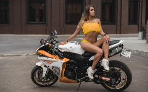 pierced navel, yellow bikinis, women outdoors, socks, belly, blonde, tanned, sneakers, women with motorcycles, Women, sitting