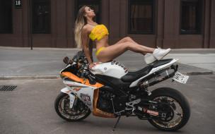 мотоциклы, мото с девушкой, yellow, bikinis, pierced, navel, socks, women, outdoors, belly, blonde, sneakers, tanned, with, motorcycles, sitting