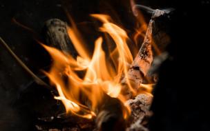 костер, поленья, пламя