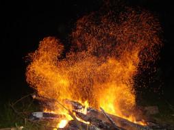 искры, костер, дрова, пламя