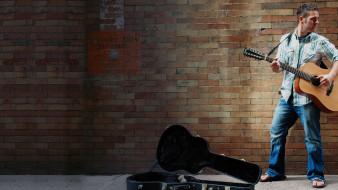 футляр, гитара, мужчина, стена