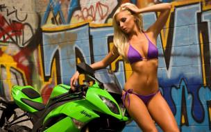 tashia и kawasaki zx-6r, мотоциклы, мото с девушкой, купальник, блондинка, граффити, стена, мотоцикл