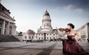 улица, девушка, скрипка, город, здания