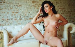 обои для рабочего стола 2880x1800 xxx, девушка, взгляд, фон, грудь, kate, shoo, и, красотка, голая, поза, диван