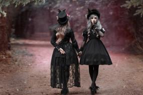 жест, шляпки, стиль, две девушки, дорога, в чёрном, платья, фотограф Светлана Никотина, Мила Рогова, Катя Картавцева