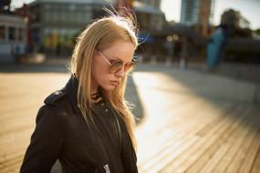 очки, блондинка, куртка, город