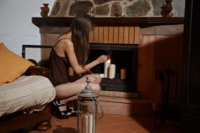 девушка, фон, свеча, камин