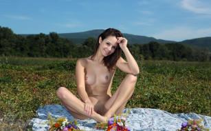 xxx, цветы, луг, поза, голая, alma, emmy, грудь, фон, взгляд, девушка
