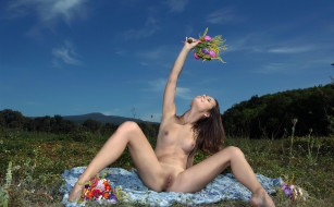 xxx, девушка, цветы, поза, голая, alma, emmy, грудь, фон, взгляд, луг