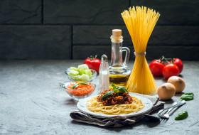 помидоры, спагетти, лук