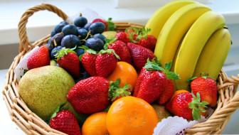 виноград, клубника, бананы