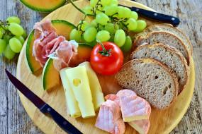 дыня, ветчина, хлеб, сыр, виноград