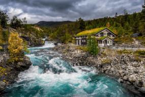 берег, течение, поток, облака, Норвегия, пороги, водоем, трава, крыша, тучи, дом, горы, вода, ели, особняк