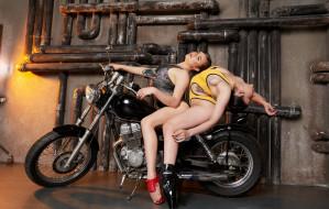 мотоциклы, мото с девушкой, трубы, купальники, гараж, шатенки, гибкость, мотоцикл, каблуки