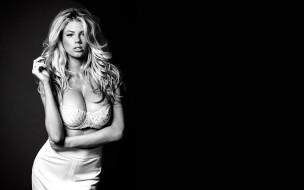 девушки, charlotte mckinney, черно-белая, модель, юбка, блондинка