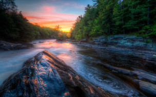 вечер, река, закат, скалы, камни, течение, берег, облака, небо, водоем, сосна, лес, каменистый