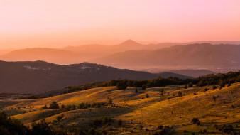 природа, горы, деревья, лес, свет, дымка, утро, холмы, рассвет, туман