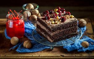 вишни, орехи, торт