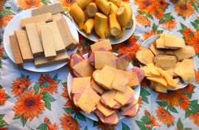бутерброды, колбаса, хлеб, сыр, бананы, вафли, еда