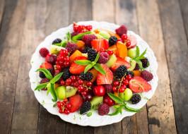тарелка, смородина, киви, клубника, малина, ягоды, вишня, raspberries, fresh, blackberries, currant, cherries, strawberries, dessert, салат