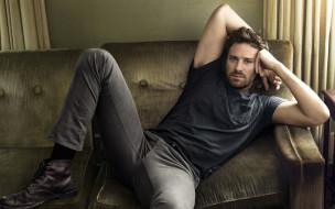 Armie Hammer, актер, диван