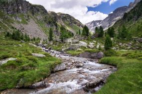 зелень, небо, горы, трава, облака, деревья, ручей, камни, скалы, долина