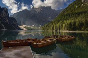 пристань, озеро, лодки, горы, лес, Италия, Italy, Доломитовые Альпы, Южный Тироль, South Tyrol, Dolomites, Lake Braies, Pragser Wildsee, Прагсер Вильдсеэ, Озеро Брайес