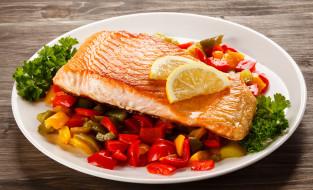 рыба, лимон, овощи, перец