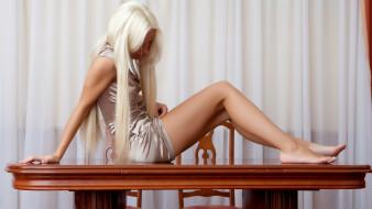 стол, девушка, взгляд