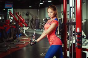 спорт, фитнес, спортзал, тренажёры, поза, девушка, взгляд